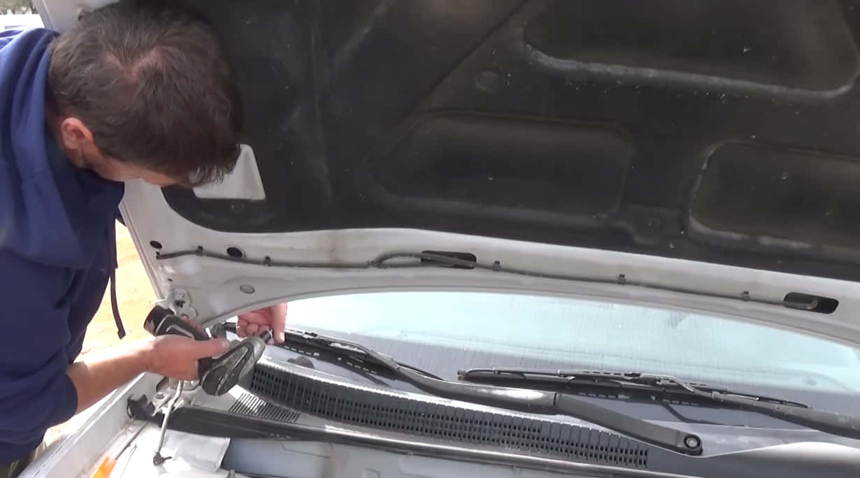 additional tips to open your hood with a broken latch